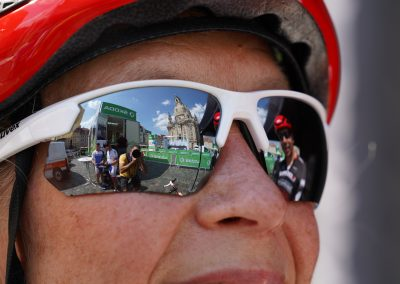 Frau mit Sportbrille
